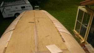Progress on the second 6 mm plywood layer on the radius chine of our Didi 40 Cr