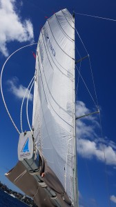 Playing with the mainsail on a single handed sail